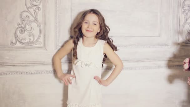 Девочка позирует видео фото 239-263