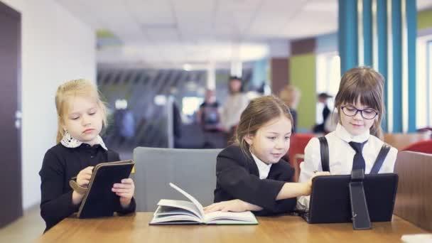 školní děti komunikovat a lekce školy