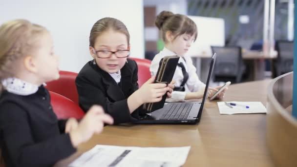 žáků ve škole komunikovat