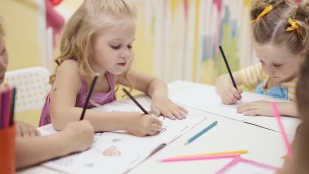 roztomilé holčičky malovat omalovánky