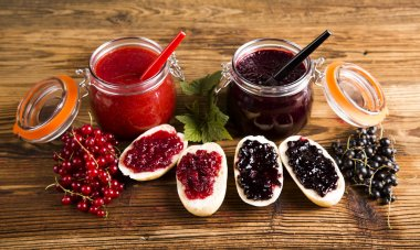 Forest fruit jam Jars of jam, fruit Jars of preserves, jams, fruit