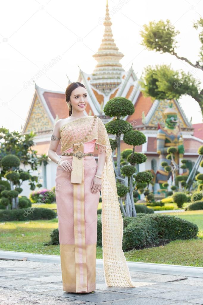 Thai woman wearing Thai traditional bridal dresses — Stock Photo ...