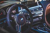 Volant a palubní desku automobilu
