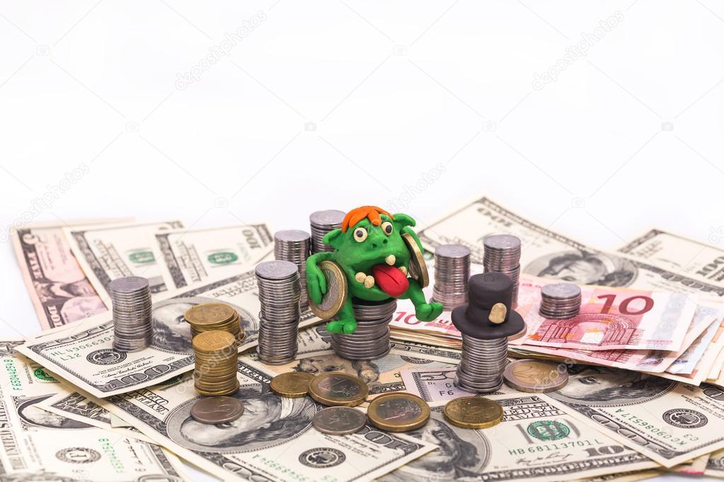 Duende en el montón de dinero con monedas de euro — Foto de stock ...