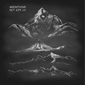 Satz von Hand gezeichneten Berge