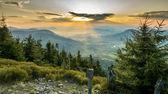 Sunset a horských