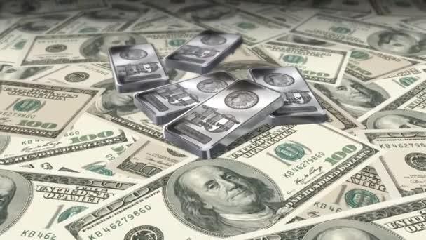 Dolly střílel přes 100 dolarové bankovky a stříbrné pruty - peníze a finance