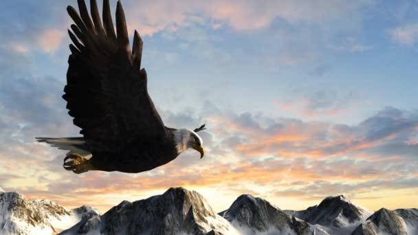 Kahladler fliegt über Berge