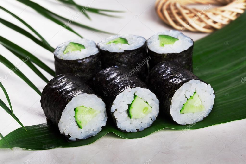2018 lenkkarit ostaa kengät halvalla Sushi roll cucumber chives mini kappa maki in the still life ...