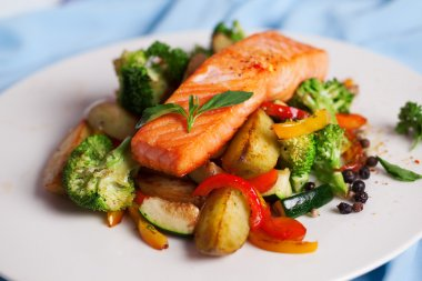 salmon fillet with vegetables and basil