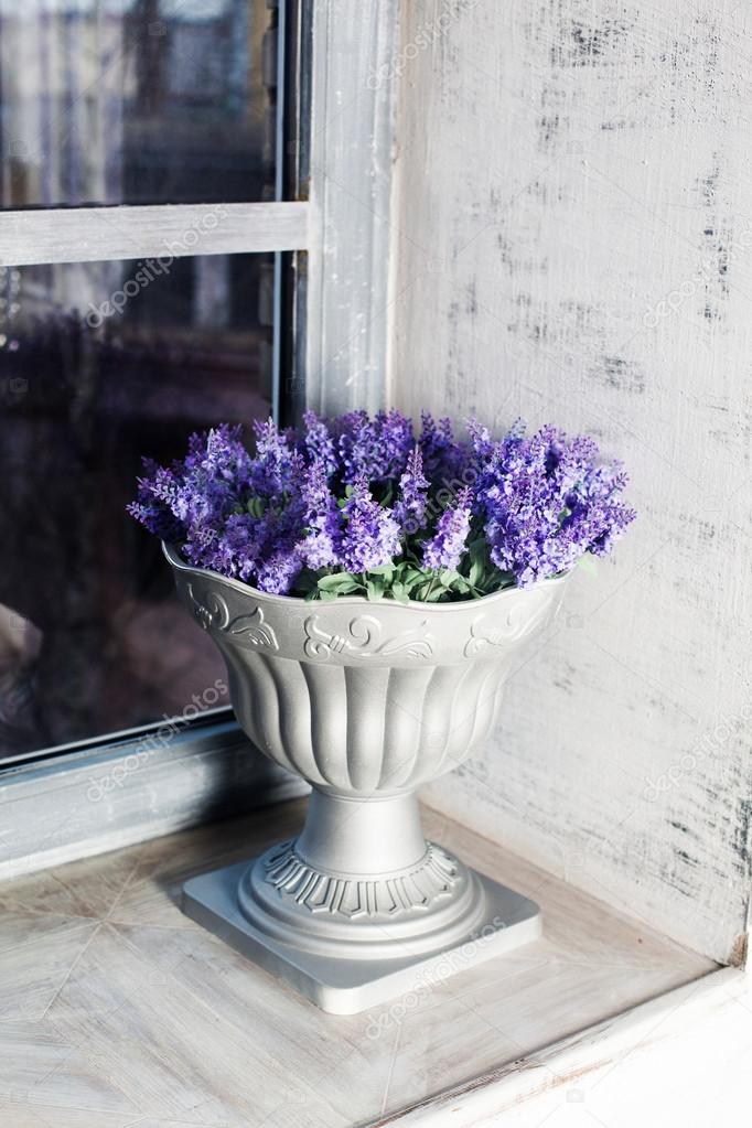 https://st2.depositphotos.com/3199441/9946/i/950/depositphotos_99462768-stockafbeelding-antieke-vaas-provence-interieur-keramiek.jpg