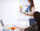 Fotografie mladí podnikatelé, pracující v kanceláři v novém projektu