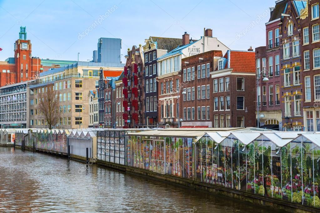 amsterdam holanda de maro de flor mercado vista rua no canal de amsterdam na holanda u fotografia por kisamarkiza
