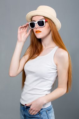 Young hipster woman wearing hat and sunglasses