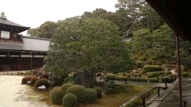 Deštivé japonské zahrady v Toufuku-ji