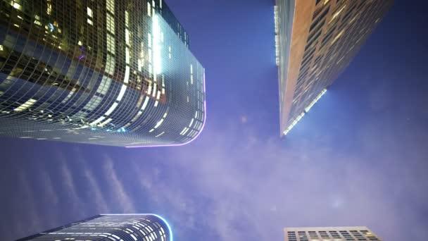 4 k časová prodleva nízké Angel mrakodrapů v centru města La v noci-naklonit dolů-