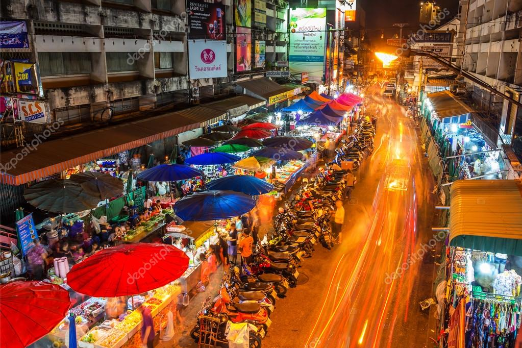 Mercado De Warorot Y Vida Nocturna De Larga Exposicion Foto