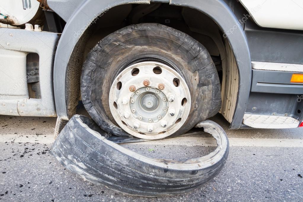 Semi Truck Tires Near Me >> Damaged 18 Wheeler Semi Truck Burst Tires By Highway Street
