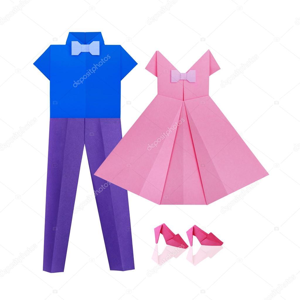 Орігамі з паперу покупки чоловічі подія одягу сорочки з краваткою і сині  штани і жінок рожевий сукня і взуття на білому фоні — Фото від mandrixta 9e792d53e46c3