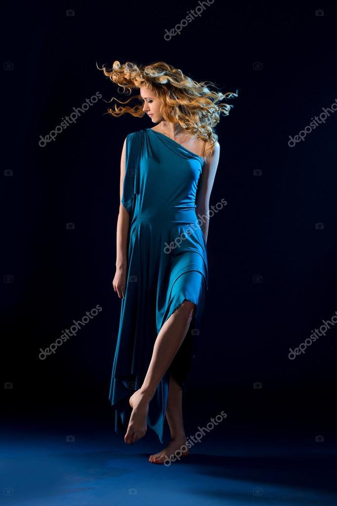 Голых у танцовщиц под платьем фото порно фото