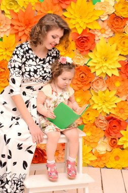 mommy and daughter reading book