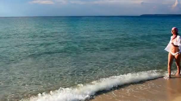 Moře se těší na krásný slunečný den
