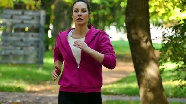 Zpomalený pohyb běh v přírodě