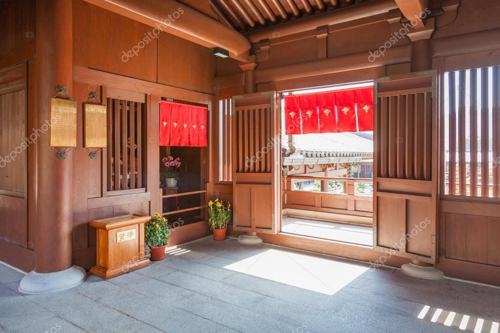 https://st2.depositphotos.com/3212609/10598/i/950/depositphotos_105988290-stockafbeelding-interieur-van-een-chinese-tempel.jpg