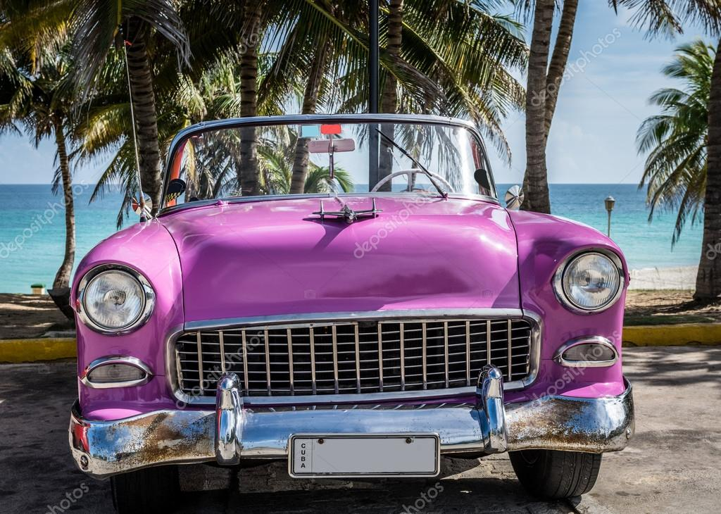 varadero cuba 22 juin 2015 cabriolet am ricain rose vintage voiture gar e pr s de la plage. Black Bedroom Furniture Sets. Home Design Ideas