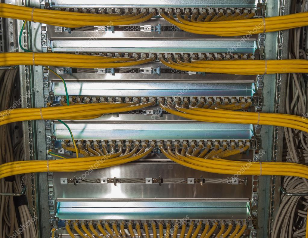 Es Redundanz-Lan-Kabel-Verbindungen in einem Rechenzentrum auf einem ...