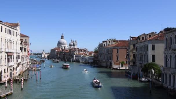 Grand Canal kilátással a Bazilikára Santa Maria della Salute San Marco Velencében - Olaszország.