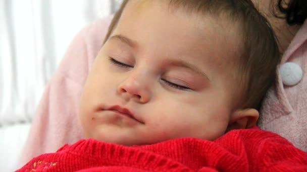 roztomilá holčička spí