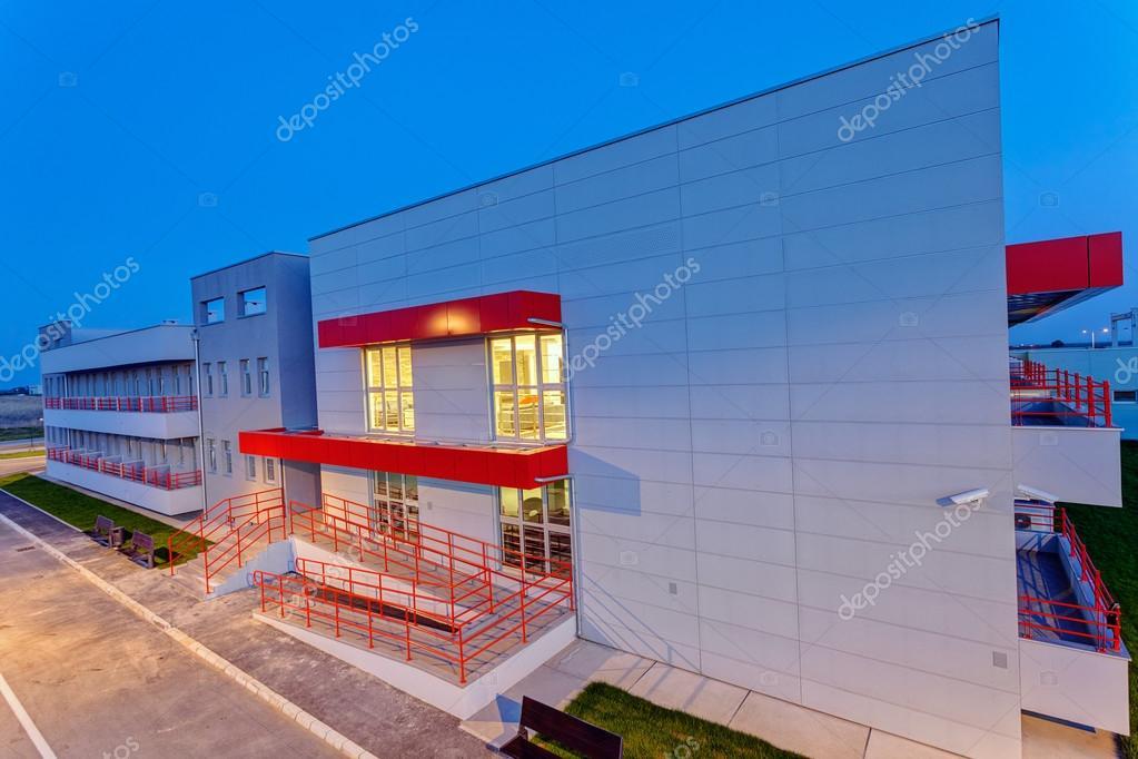 Ingang van het moderne gebouw in exterieur u2014 stockfoto