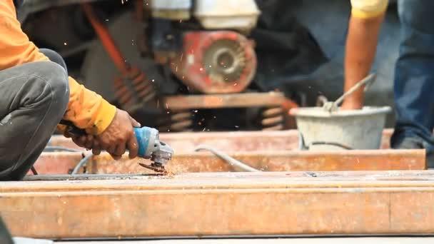 Oceláře, svařování, broušení, řezání kovů průmyslu