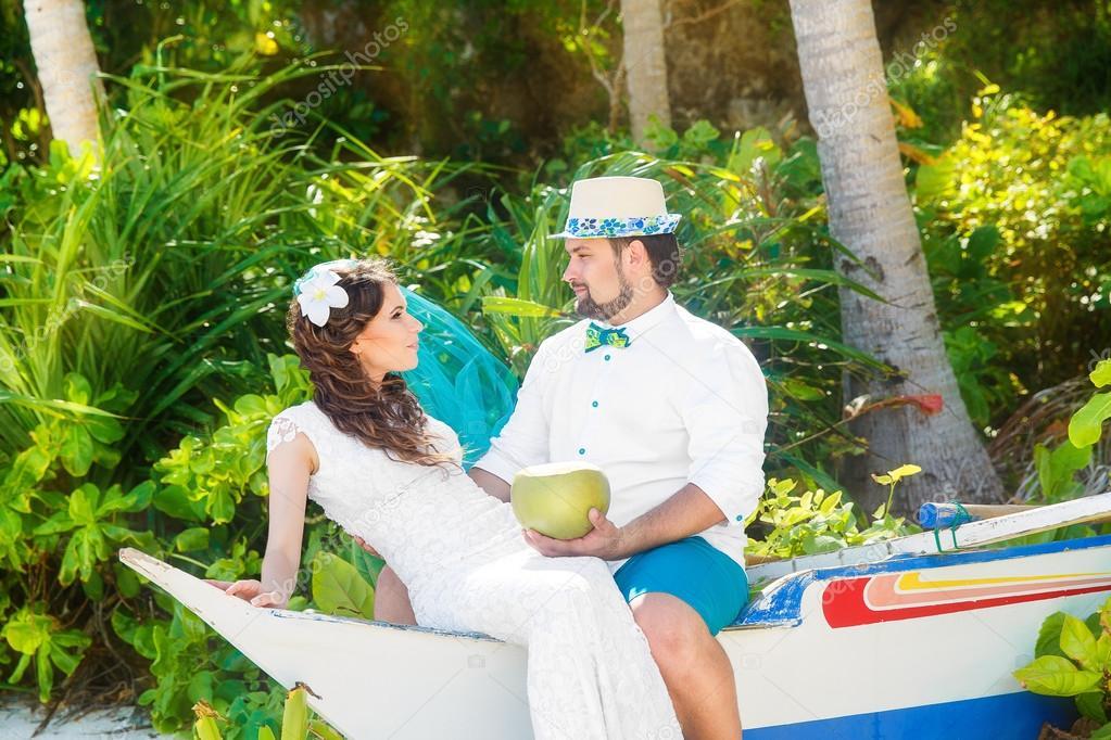 Vestido de novia morena hermosa de novia blanco con turquesa v ...