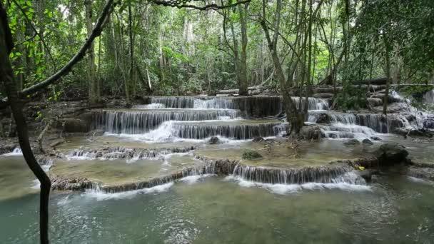Incredibile cascata di Maekamin in Thailandia