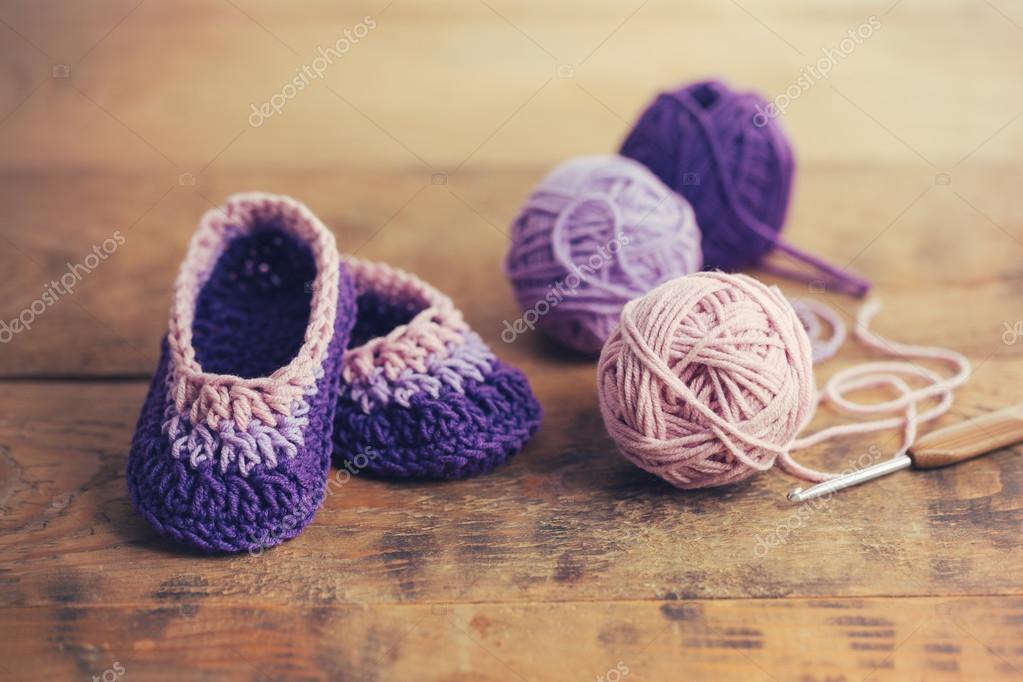 häkeln Baby booties — Stockfoto © Melica #87441208