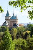 Fotografie Bojnice hrad za stromy