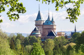 Fotografie hrad v Bojnicích na jaře
