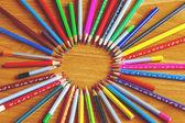 Školní potřeby, zápisník, pero, pravítko, kompas a tak dále dřevěné b