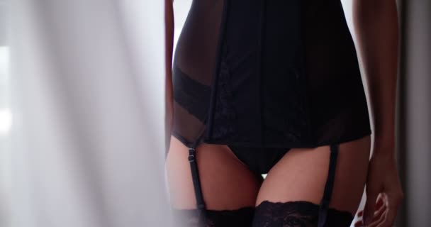 Sexy žena v erotické prádlo v ložnici
