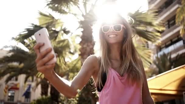 dívka při selfies