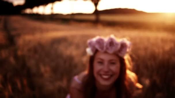 holka hloupá v pšeničné pole
