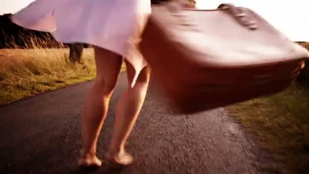 žena v polní cestu