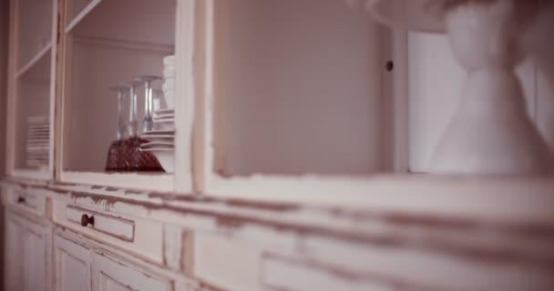 Nádobí kuchyňské skříňky