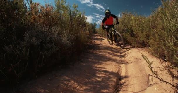 Hora biker na kříž země silnici stezka
