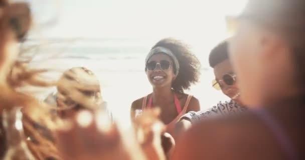 Vegyes faji baráti sör Beach pihentető