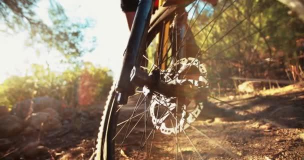 Horské kolo s dobrým běhounu pneumatiky