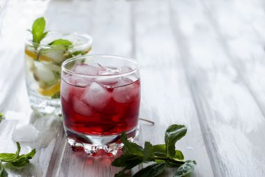 cocktail with juice and ice and cocktail with ice, lemon and min