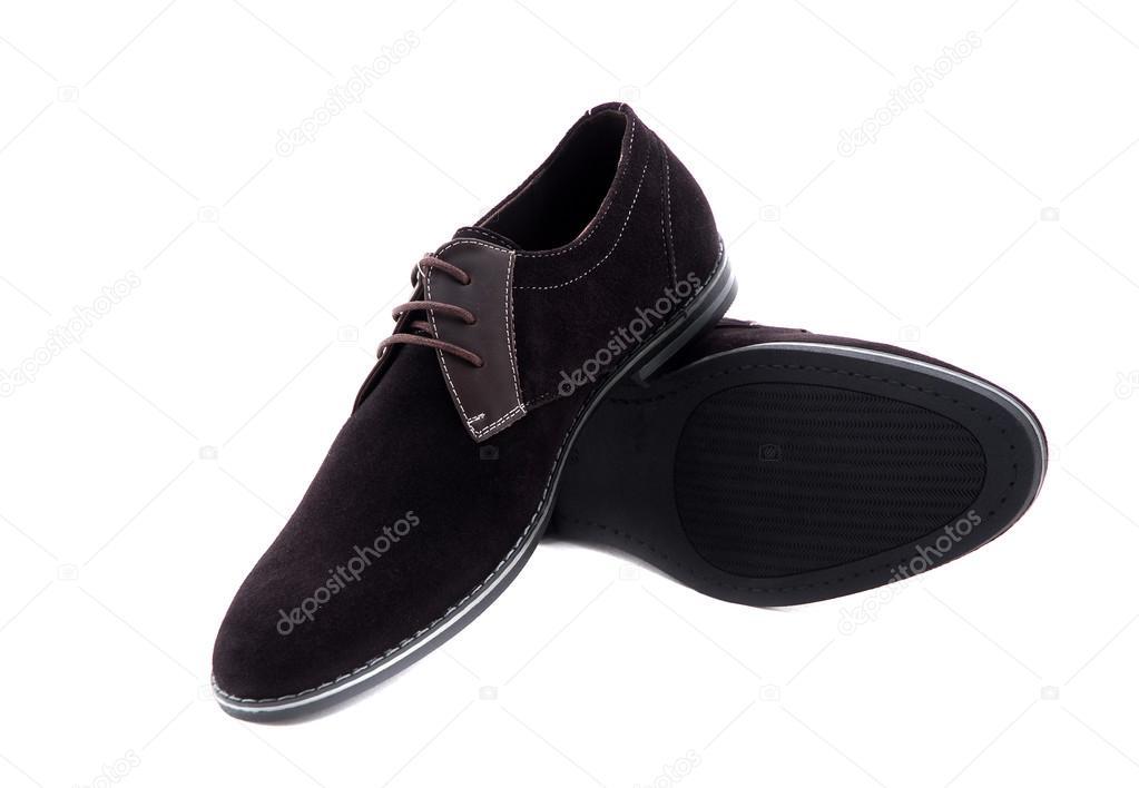 Herren-Schuhe aus schwarzem Lackleder vor weißem Hintergrund. Männliche  Mode mit Schuhen auf weiß. Die Black mans Schuhe isoliert auf weißem  Hintergrund ... c929022ee2